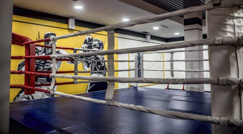 Боксерский ринг на помосте 0,5 м «TOTALBOX» размер по канатам 6×6 м