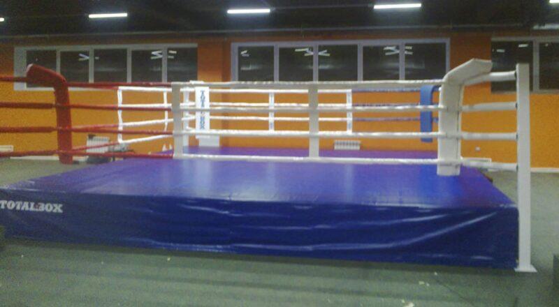 Боксерский ринг на помосте 0,5 м «TOTALBOX» размер по канатам 5×5 м