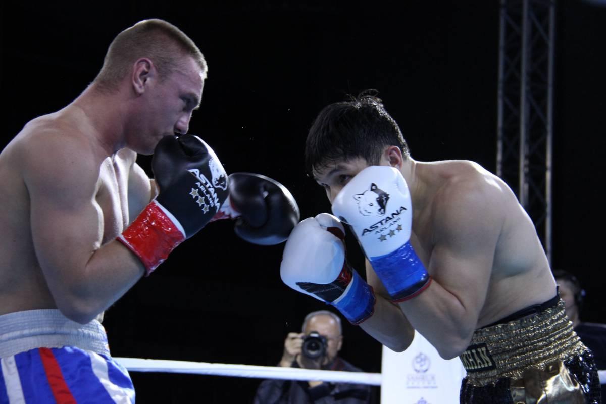 """Компания """"Центр спорт"""" изготовила 14 пар профессиональных боксерских перчаток """"TOTALBOX"""" с фирменным логотипом клуба """"Астана Арланс"""" (Казахстан)."""
